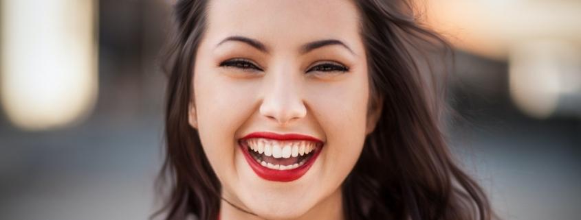 Parodontitis und Corona: Aufschieben eines Zahnarztbesuchs sinnvoll ?